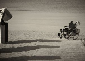 sedia rotelle mare pixabay